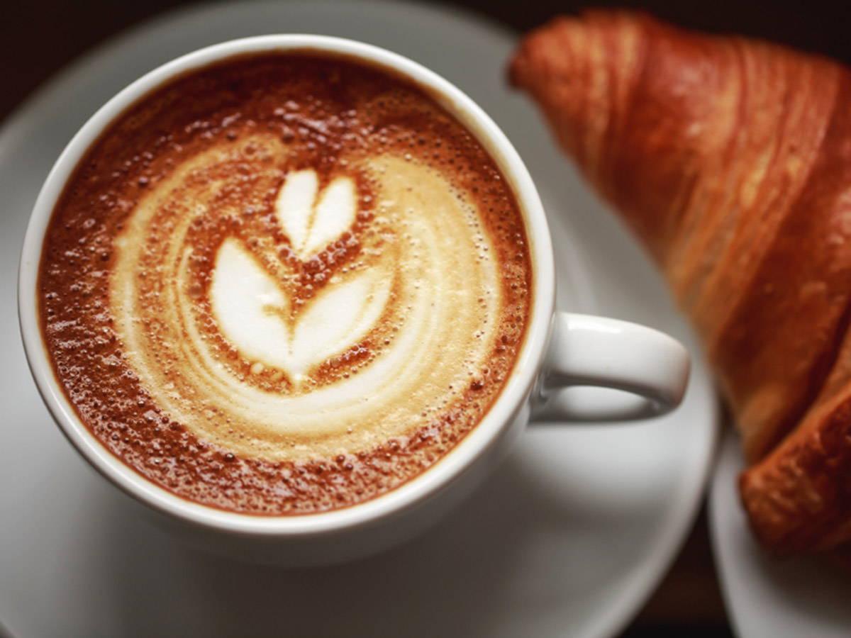 torredercole-colazione-cappuccino-brioche